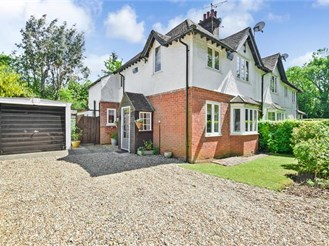 3 bedroom semi-detached house in Merstham
