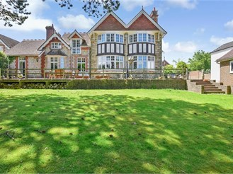 7 bedroom detached house in Crowborough