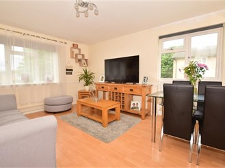 2 bedroom first floor flat in Broadbridge Heath, Horsham