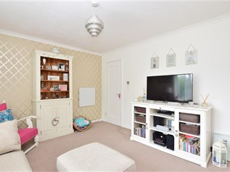 Ground floor studio apartment in Broadbridge Heath, Horsham