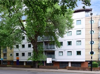 2 bed top floor apartment in Purley