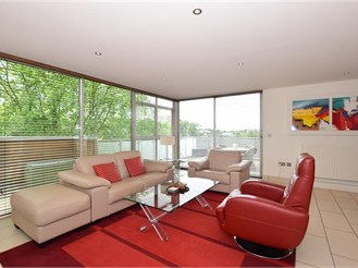 2 bedroom penthouse apartment in Purley