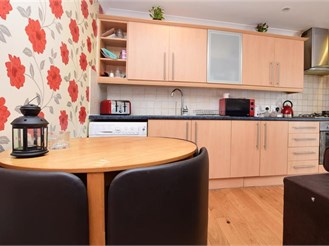 2 bedroom ground floor flat in Redhill