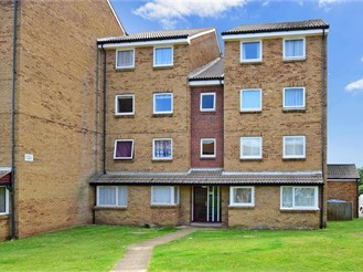 2 bedroom second floor flat in Peacehaven