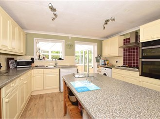 4 bedroom semi-detached house in Binstead, Ryde