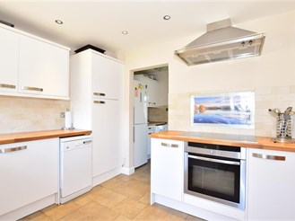 3 bedroom terraced house in Tilgate, Crawley