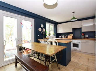 3 bedroom semi-detached house in Petworth