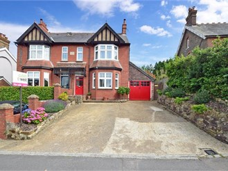 5 bedroom semi-detached house in Crowborough