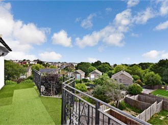 3 bedroom penthouse apartment in Ryde