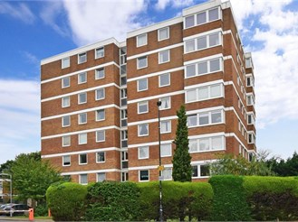 2 bedroom fifth floor apartment in Carshalton