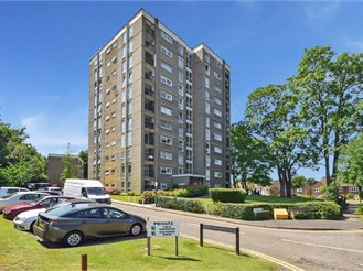 2 bedroom seventh floor flat in Sutton
