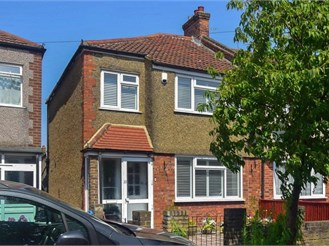 3 bedroom end of terrace house in Mitcham