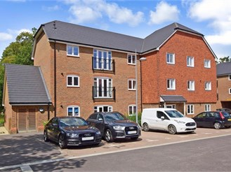 2 bedroom ground floor apartment in Faygate