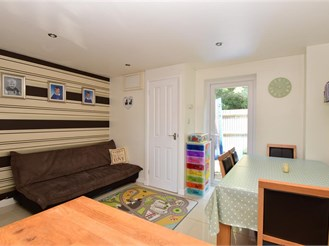 2 bed mews house in Southwater, Horsham