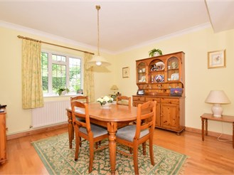 2 bedroom detached house in Merstham