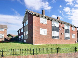 1 bedroom ground floor flat in Rochester