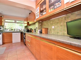 4 bedroom link-detached house in Burgess Hill