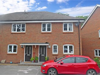 3 bedroom semi-detached house in Dorking