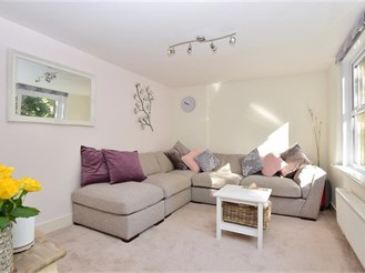 1 bedroom first floor converted flat in Sutton