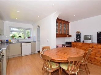 4 bedroom semi-detached house in Croydon