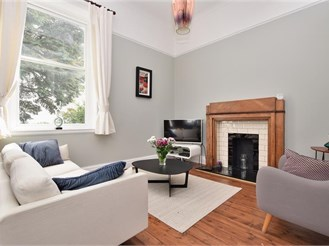 4 bedroom semi-detached house in Redhill