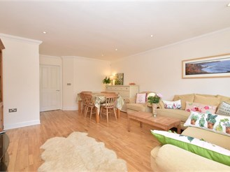 4 bedroom town house in Selsey, Chichester