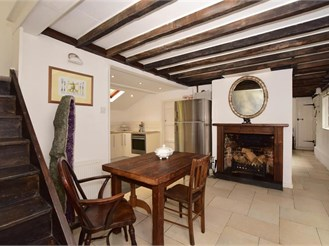 3 bedroom cottage in Merstham, Redhill