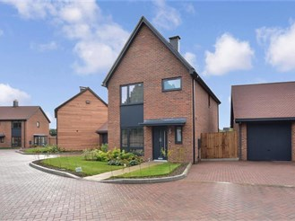 3 bedroom detached house in Dunsfold, Godalming