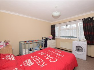 2 bedroom first floor flat in Shirley