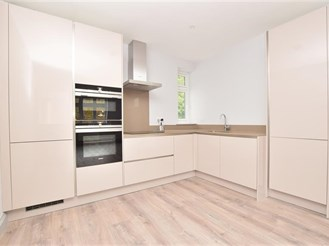 1 bedroom first floor apartment in Purley