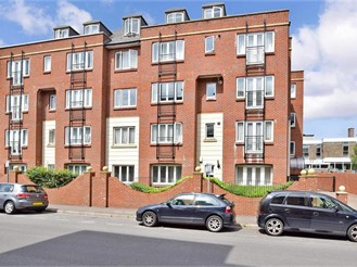 2 bedroom second floor flat in East Grinstead