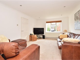 4 bedroom detached house in Pound Hill, Crawley