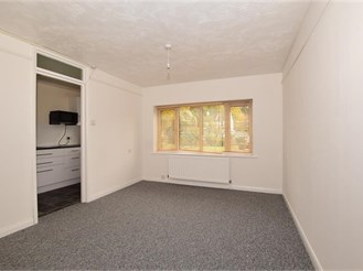 Ground floor studio apartment in Purley