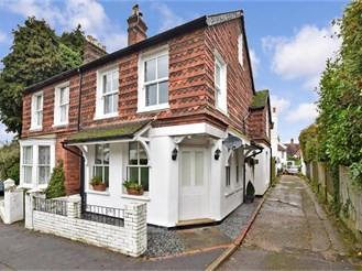 4 bedroom semi-detached house in Westcott, Dorking