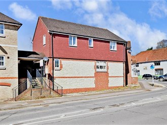 2 bedroom end of terrace house in Pulborough