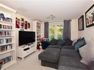 2 bedroom first floor flat in Leatherhead