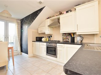 1 bed second floor apartment in Reigate
