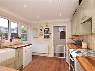 4 bedroom semi-detached house in Sutton At Hone, Dartford