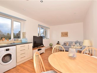 2 bedroom top floor apartment in Crawley