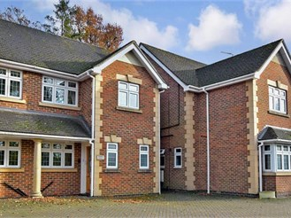 4 bedroom semi-detached house in Pound Hill, Crawley