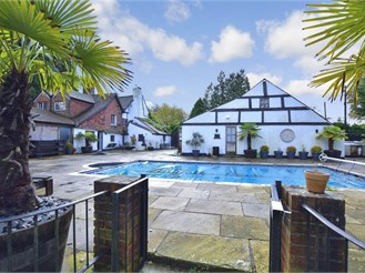 4 bedroom detached house in Faygate