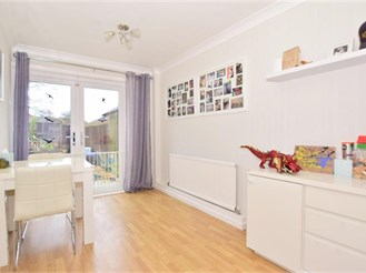 3 bedroom terraced house in Tollgate Hill, Crawley