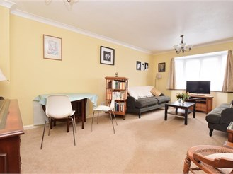 4 bedroom detached house in Meadvale