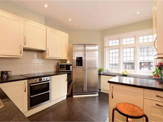 4 bedroom link-detached house in Lewes