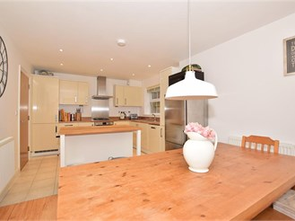 4 bed detached house in Pulborough