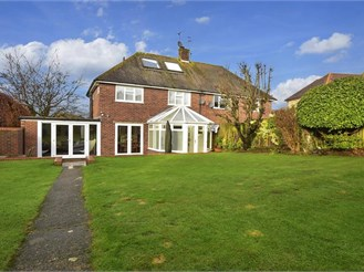 3 bedroom semi-detached house in Shamley Green, Guildford