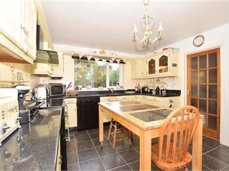 4 bedroom detached house in East Grinstead