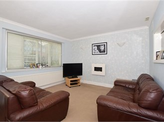 3 bedroom semi-detached house in North Cheam