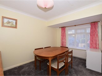 4 bedroom link-detached house in Banstead