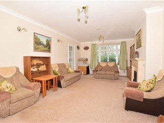 5 bedroom detached house in West Green, Crawley